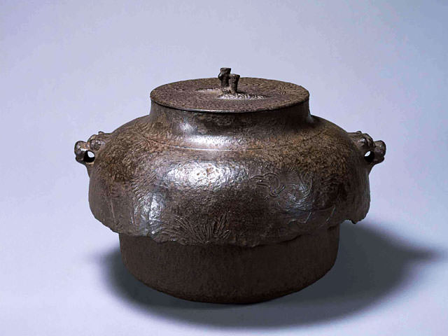Kettle for the tea ceremony, Kaederyusuikeizu : Industrial arts